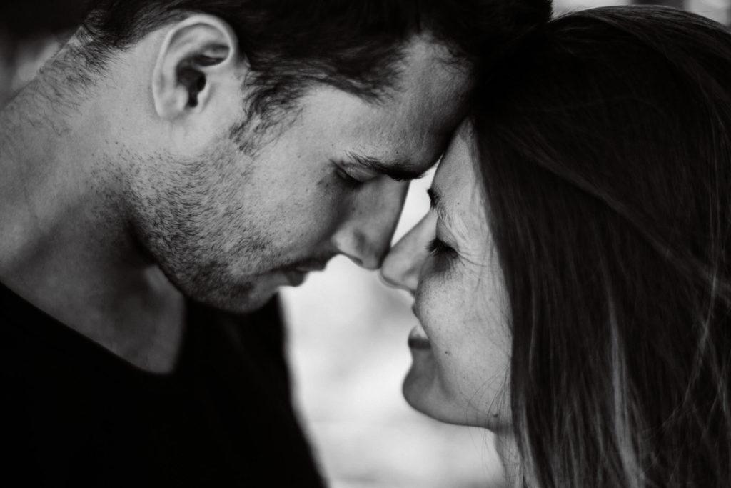 Image Couple Amoureux Noir Et Blanc couple-noir-blanc-aix-en-provence-amoureux-photographie-cadrage