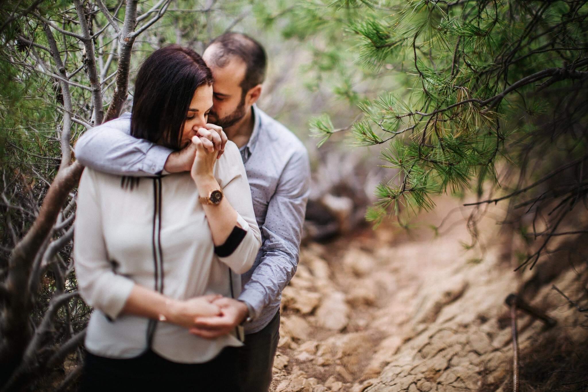faire-poser-un-couple-et-obtenir-des-photos-tres-naturelles-003